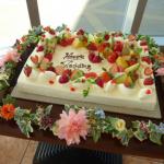 結婚式のケーキ装花はなぜ高い?花の重要性と写真の映え方